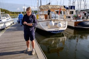 Beaulieu River staff member using Harbour Assist technology